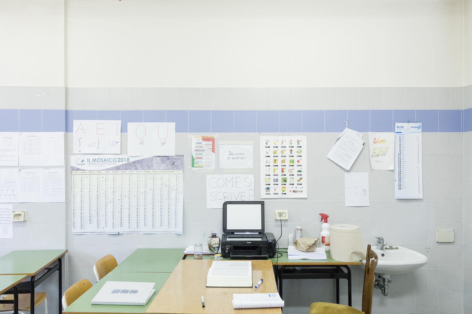 fabrizio-giraldi-manuela-schirra-migrants-room-aula-min