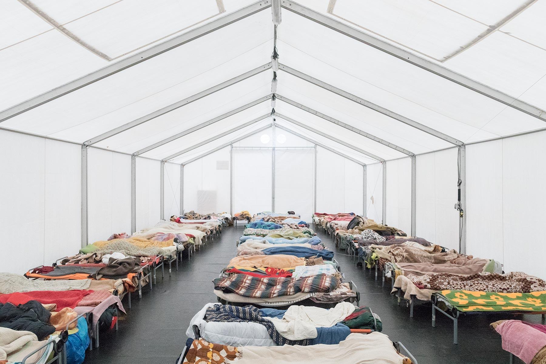 fabrizio-giraldi-manuela-schirra-migrants-room-dormitorio-min