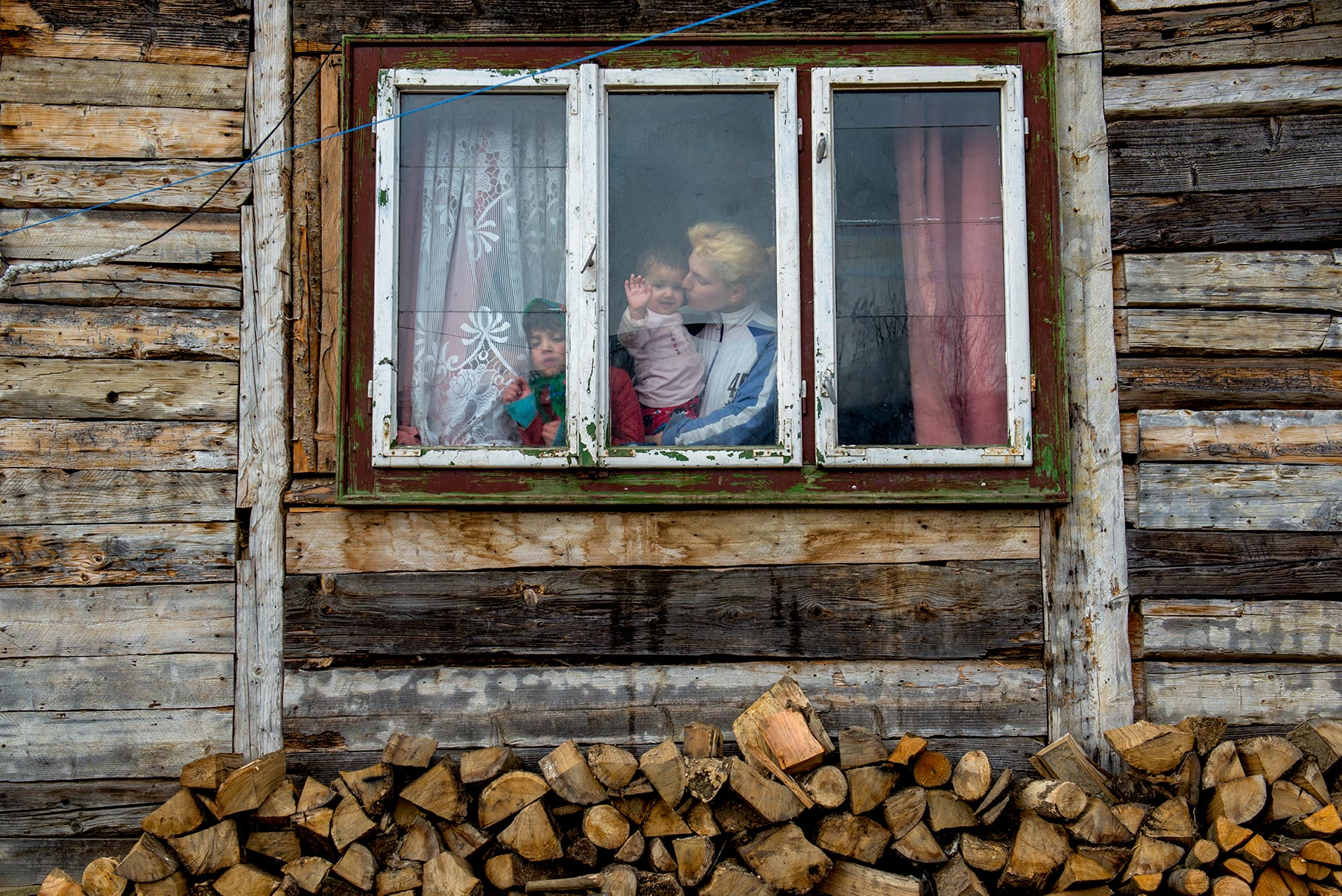 sandra-zagolin-alla-finestra-min